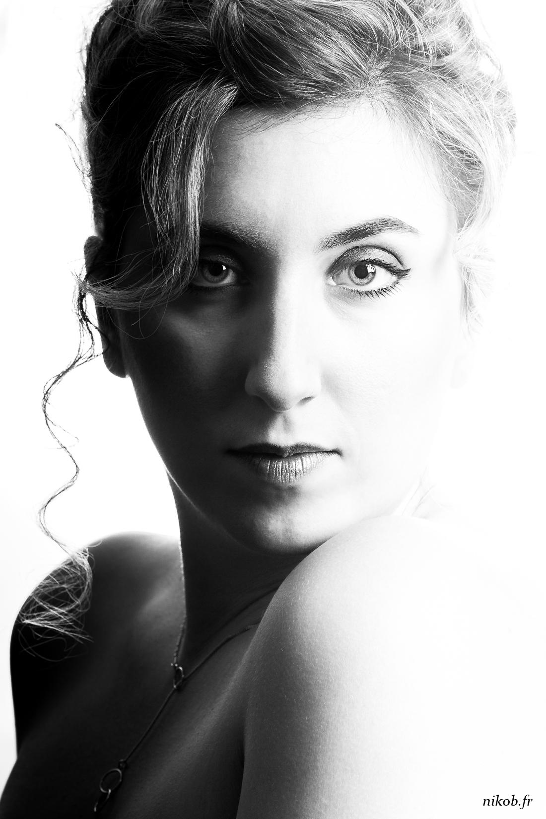 portrait high key noir et blanc
